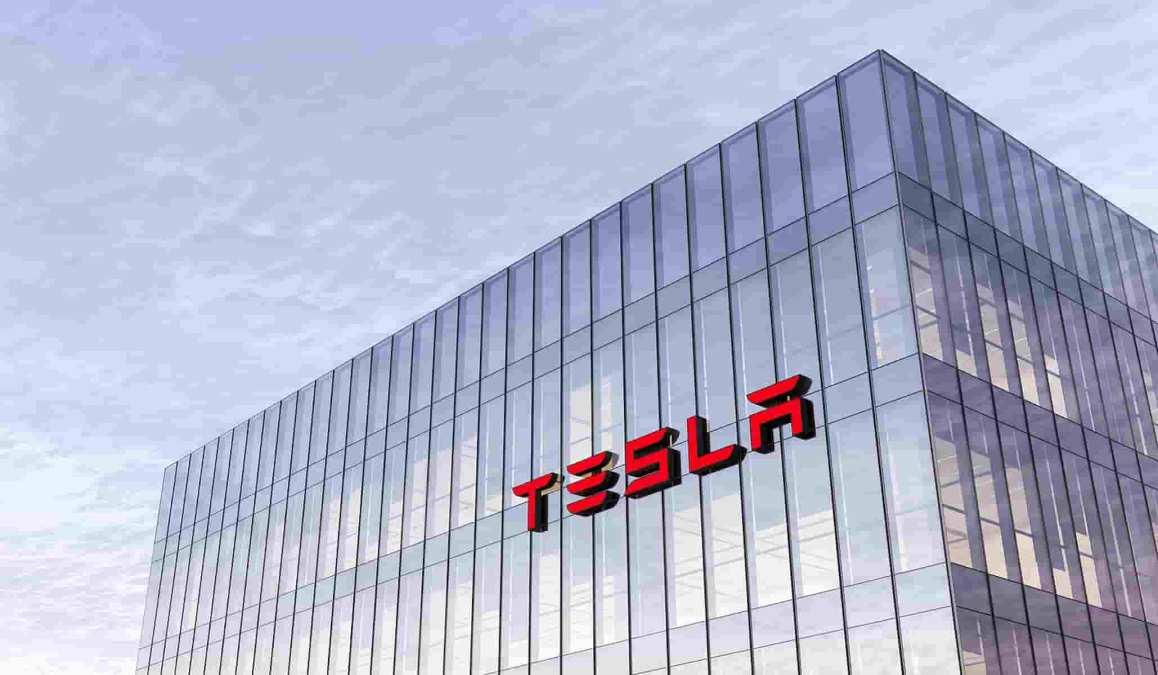 Tesla vendeu milhões em bitcoin e o mercado não notou, como isso foi possível?