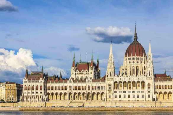 Edifício do Parlamento Nacional Húngaro em Budapeste, Hungria.