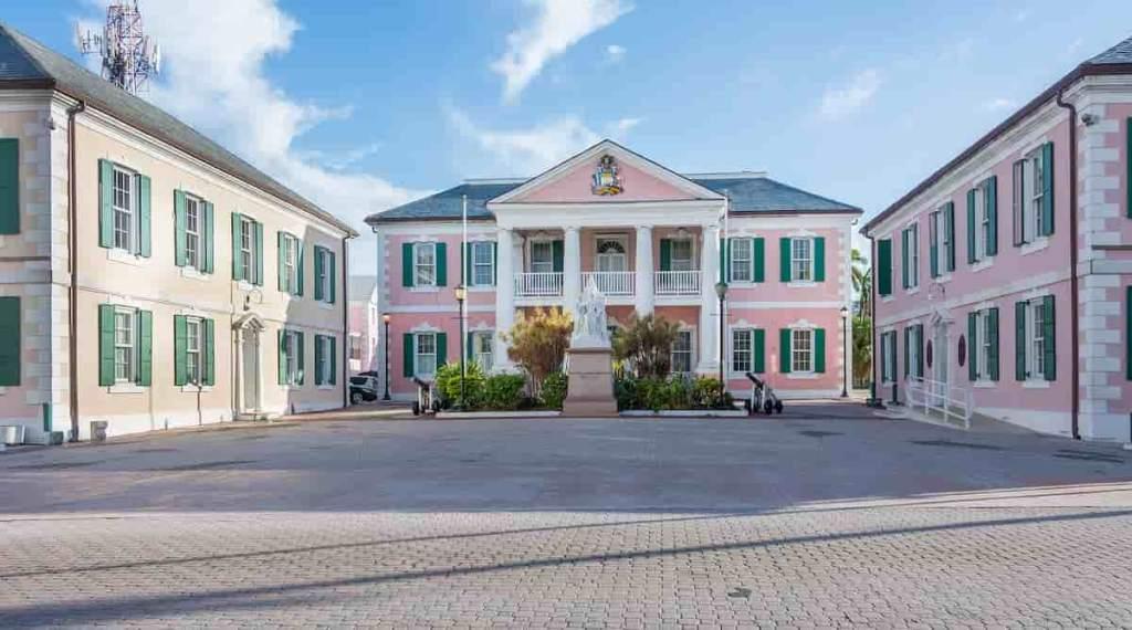 Bahamas é pioneira em CBDC. Prédio do governo.