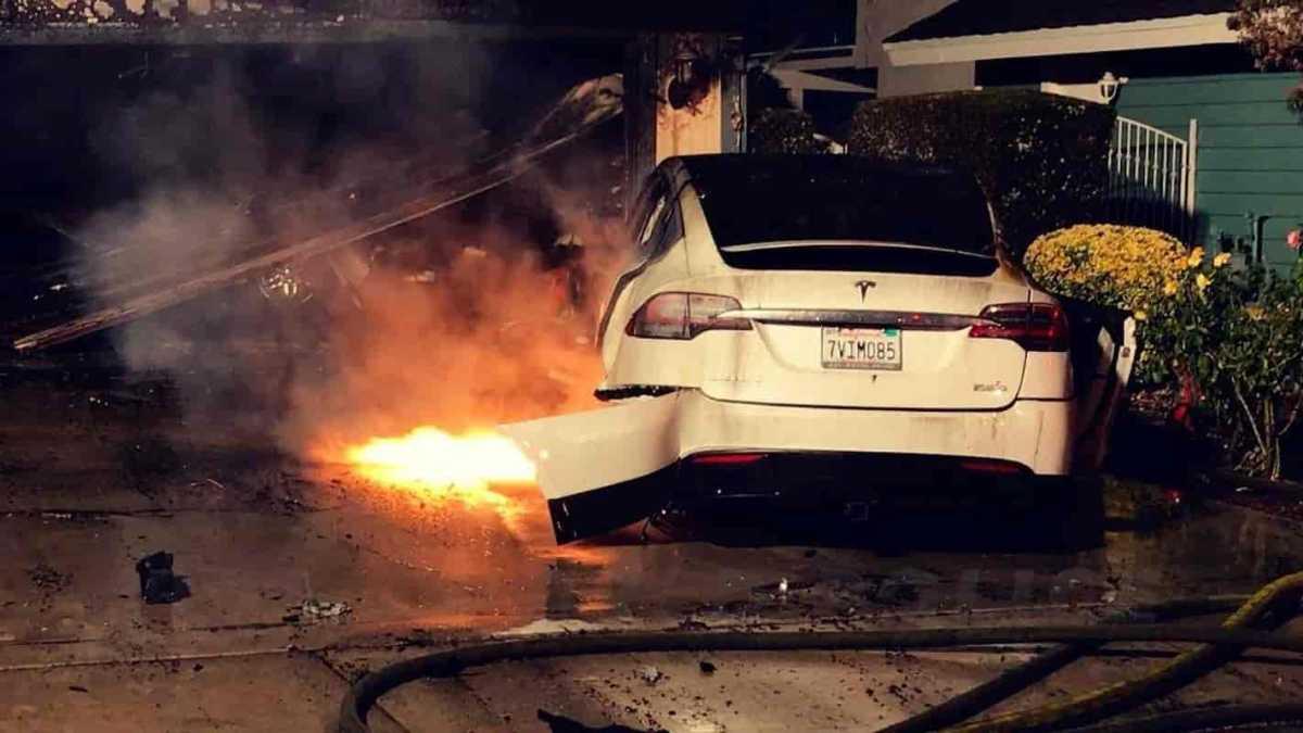 Desenvolvedor do Bitcoin pede banimento de carros da Tesla