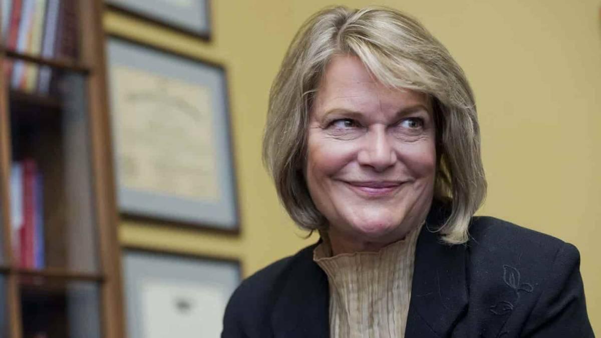 Senadora dos EUA revela ter 5 BTC e incentiva população a comprar
