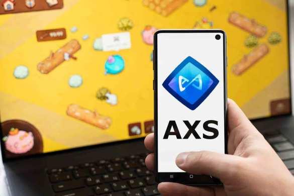 Celular com moeda AXS e fundo com Axies