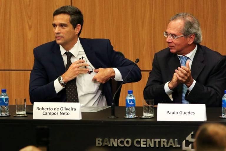 Guedes e Campos Neto se protegem do Brasil com paraíso fiscal, enquanto você perde dinheiro